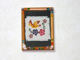 琉球紅型コースターで壁飾り