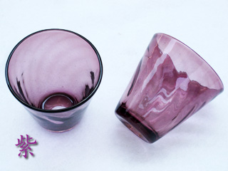 琉球ガラスの紫色のグラス