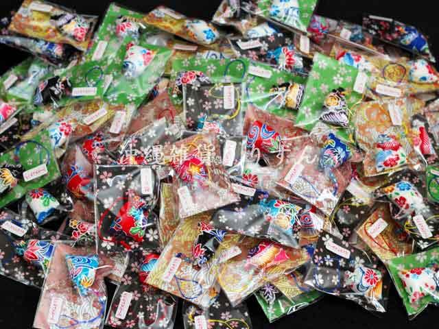 安全や開運などを祈願した沖縄の伝統的なお守りマース袋