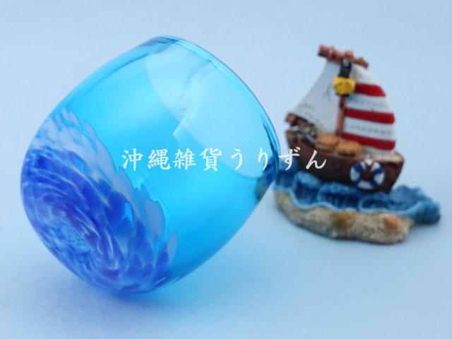 琉球ガラスの青いたる形グラス